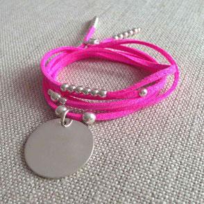 Bracelet en suédine velours prénoms gravés famille original