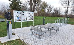 Rastplatz, Tisch und Bänke, Fahrradabstellanlage, Infotafel