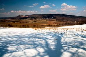 Der schnnebedeckte Nordhang vom Schweineberg