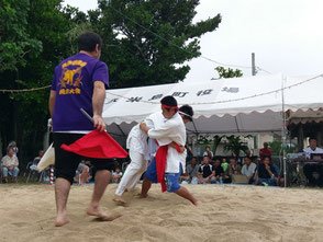 沖縄角力!見るだけでもものすごい迫力がありますが、挑戦好きな人は出場するのもありかも。