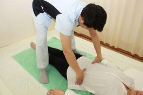 仰向けでの骨盤の位置