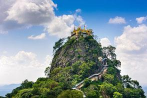Der Mount Popa ist ein ehemaliger Vulkanschlot mit einem Kloster auf der Spitze.
