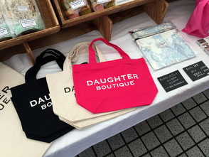 DAUGHTER BOUTIQUE(ドーター ブティック)。見ているだけで飽きない、商品の陳列の様子。
