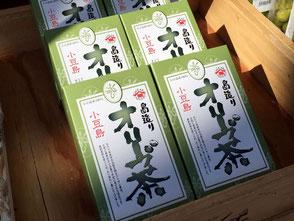 農業生産法人せとうちビオファーム、代表取締役の佐藤潤さん。「小豆島オリーブ茶」。