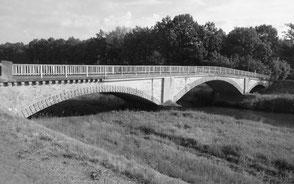 Brücke über die Schwarze Elster in Arnsnesta