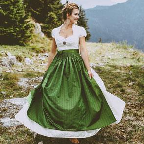 Dirndl, Brautdirndl, Hochzeitsdirndl lang mit Leinen in weiss und grün mit gestiftelter Schürze