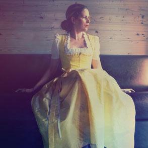 Dirndl, Hochzeitsdirndl, Brautdirndl, Baumwolldirndl in gelb lang mit Seidenschürze