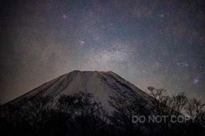 富士山にかかる天の川 徳畑祐司