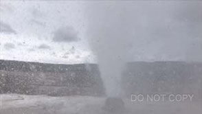 Beehive Geyserの噴出 オギハラシゲノリ