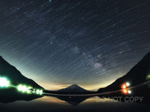 富士山と天の川の光跡 諸岡 優