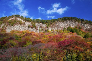 秋の屏風岩 東山堅一