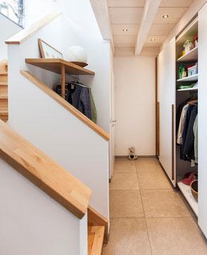 Garderobe im Treppenauge