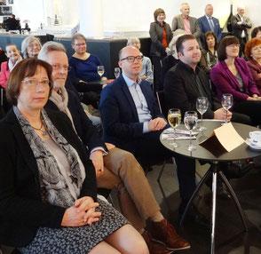 v.l.n.r.: Michael Schöpe (Vorsitzender der Ballettfreunde) mit Ehefrau, Thorsten Brehm (SPD-Stadtrat und OB-Kandidat), Jan Philipp Gloger (Schauspieldirektor), Britta Walthelm (Die Grünen, umwelt- und kulturpolitsche Sprecherin)