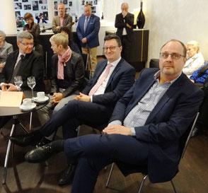 v.l.n.r.: Stefan Sebald (Vorsitzender der Philharmonie) mit Begleitung, Dr. Ulrich Blaschke (wirtschaftspolitischer Sprecher der SPD-Fraktion), Christian Vogel (Bürgermeister, SPD)