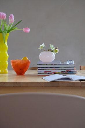 dieartige // Design Studio - #esszimmer #esstisch #vases #tulpen #frühlingsmood