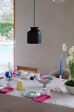dieartig // Design Studio - Ostertisch, Tischdekoration mit Vintage-Teilen, Pink und Grau