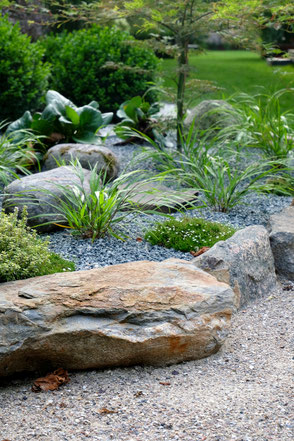 dieartige // Design Studio - #GARTEN, #nachhaltig,  #Weg,  #Steinbeet #Gräser #japanisch #garden