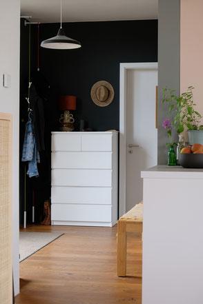 dieartige // Design Studio - Black & White im Flur