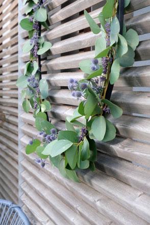 dieartige // Design Studio - #Kranz #Ring #Ring-Dekoration #Schiebeläden, vergrautes #Holz, #Disteln #Lavendel #Eukalyptus