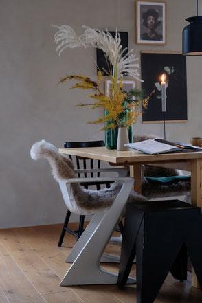 dieartige // Design Studio - #esszimmer #diningroominspo mit Kalkfarbe von #kalklitir #onmytable #autumn #gallerywall #muellernkontor #zstuhl