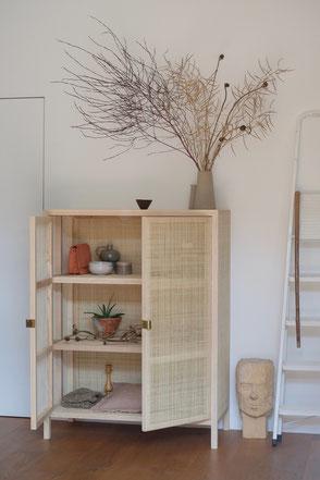 dieartige // Design Studio - #INTERIOR #Rattan #Schrank #Sustainibility #dryflowers #art #Dekoration
