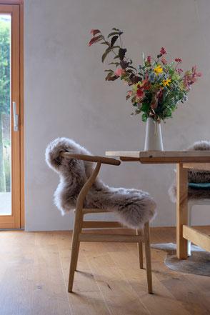 dieartige // Design Studio - #mywildflowersunday neue Kalkfarbe von kalklitir, Y-Chair, wildflowers, Eichenparkett
