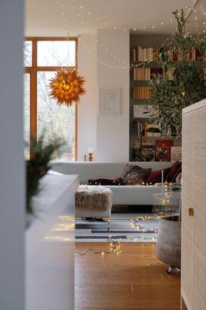 dieartigeBLOG - Wohnzimmer Dezember, Lichterkette + Livingroom winterdecor, paper star