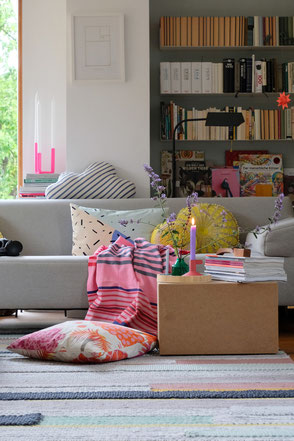 dieartige // Design Studio - Sommersofa mit Pink, Gelb..  #decor #decoration #Wohnzimmer #Livingroom