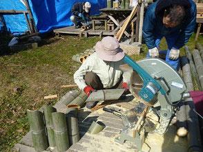 3本組竹灯篭用の切断作業