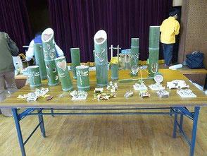 参加者の方が作った竹灯篭と竹細工のおもちゃ