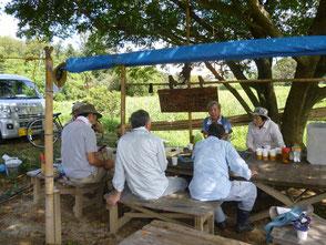 森のカフェは今日も楽しく会話が弾みます!