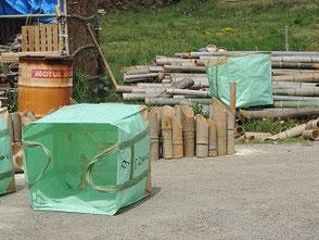 虫食いの粉を掃除してこの袋で竹灯篭を運搬します!