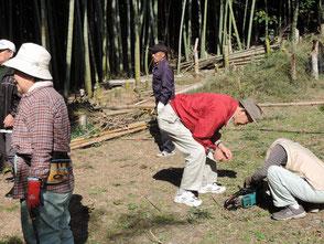 竹の運び出しは体力勝負ですが頑張ってますよ!