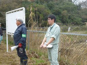 開会挨拶する保全育成の会木村会長(左)