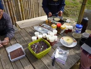 全て手作りの栗入りケーキ、お萩、ゆずケーキ
