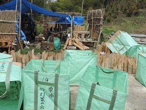 昨年の竹灯篭は相当数が虫食い状態でした!