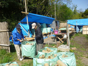 竹灯篭、ビン1000個、飾り台など積込み