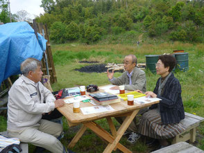 四季の文化社の方の取材を受ける木村会長