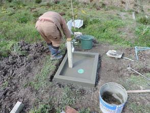 流し台を作る里山フォレスタの坂元さんです!