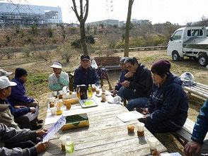 森のカフェで休憩&1週早い定例会を開催しました