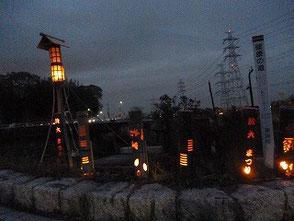 坊主橋付近に展示した彫竹灯篭