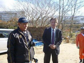 見学に訪れた神谷町長と竹灯篭の会の木村会長