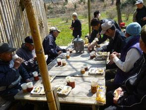 本日は森のカフェで皆で昼食を食べました