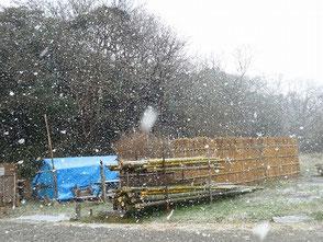 雪降る作業場