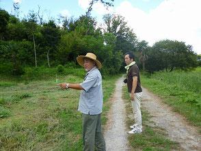 自然環境学習の森全域を案内する木村会長