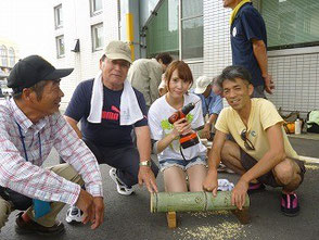 知多娘の美浜愛ちゃんも竹灯篭作りに挑戦!