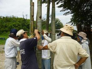 星を彫った竹8本を竹のリングで接続しよう!