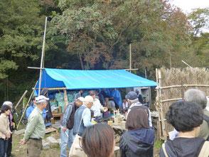 竹灯篭の会木村会長から竹の活用方法を説明
