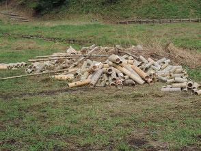 廃棄処分する竹灯篭