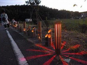 LED電球とロウソクの幻想的な灯りの組合せ